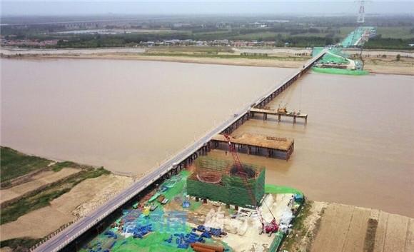 """88百家乐现金网齐鲁黄河大桥""""一只脚""""成型 预计2021年6月通车"""