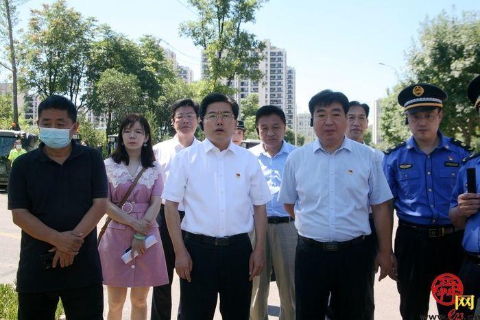 济南市城管局局长孙世会一行到市中区走访调研