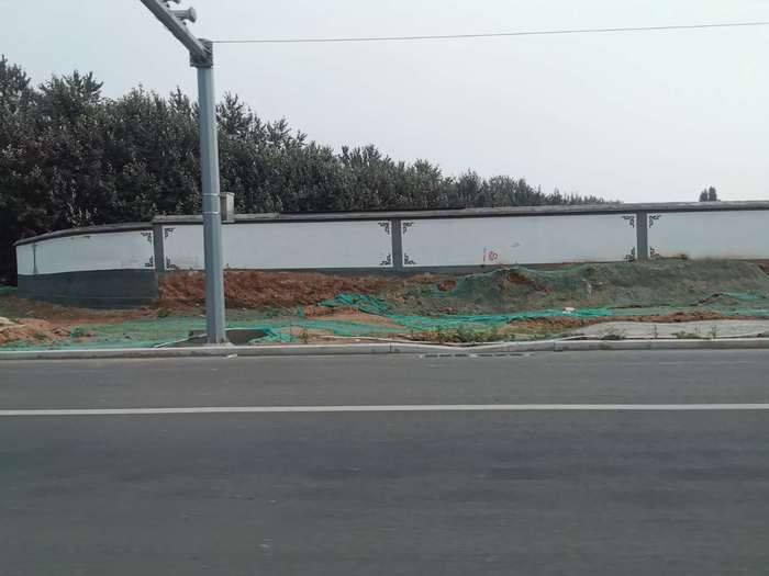 【啄木鸟在行动】平安南路与玉清路红路灯附近有大片施工地渣土未覆盖完全