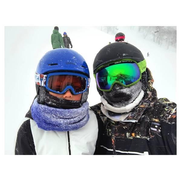 杨千嬅一家三口日本滑雪 偶遇张智霖袁咏仪开心合照