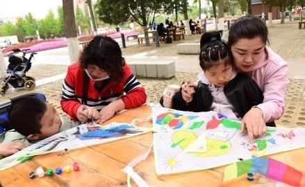 """济南市按摩医院脑瘫儿童康复中心开展 """"相约春天,放飞希望""""社会融合活动"""