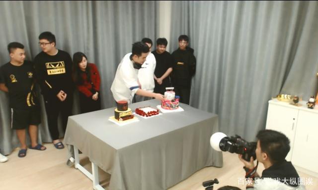 鹿晗曲播室客串为陈赫庆生 好兄弟互白