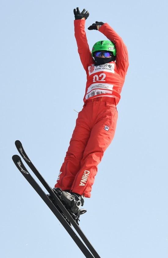 越野滑雪积分大奖赛 中国姑娘勇夺银牌