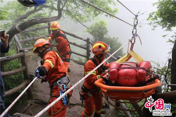 【追梦火焰蓝】游客遇险,危崖峭壁难施救?张家界消防打造山岳救援专业队