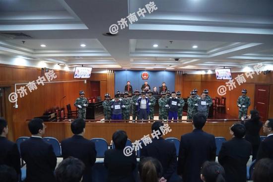济南市中级人平易近法院对成心杀人犯薛云峰等罪犯履行逝世刑