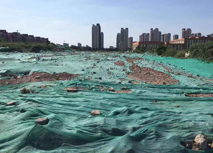 【啄木鸟在行动】赵仙庄附近渣土及建筑垃圾未完全覆盖