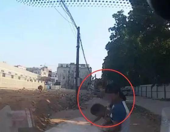 一岁男童遭爸爸开车碾压身亡,这种错老司机也会犯