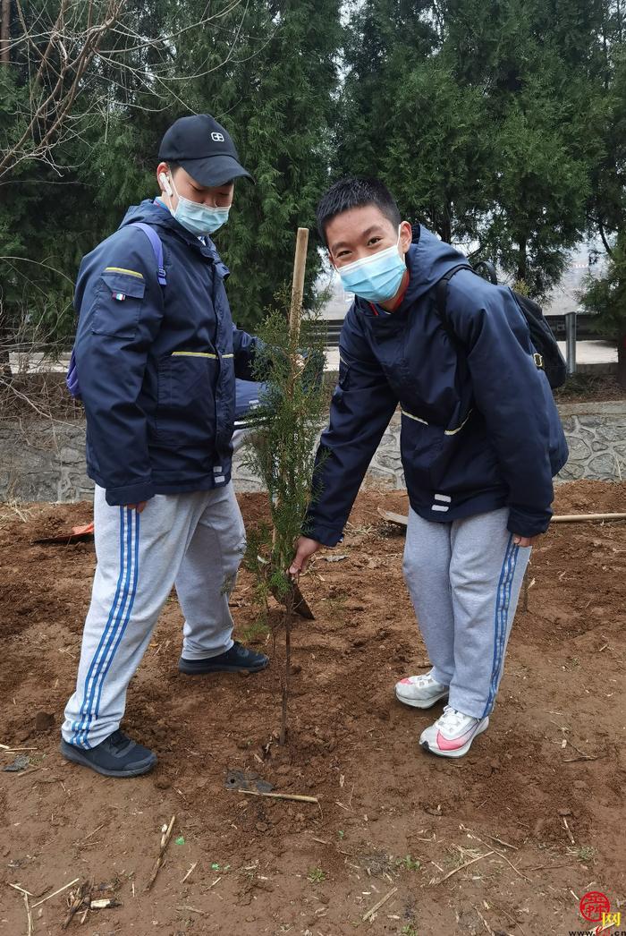"""""""播撒绿色 你我同行""""燕山中学开展植树节实践活动"""