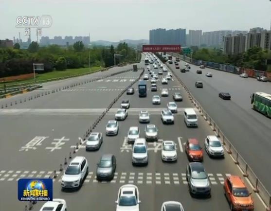 多地客流高位运行 交通部门增运力保顺畅