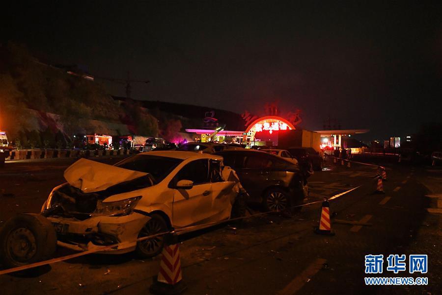 """兰海高速交通事故已15死 两部门派出工作组 事发地一向被称""""危险地带"""""""