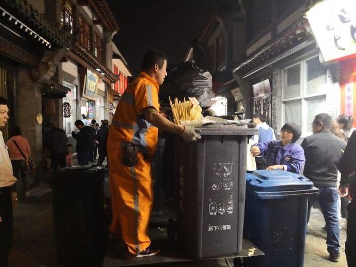 清明芙蓉街有多火  历下城管日清垃圾超40吨