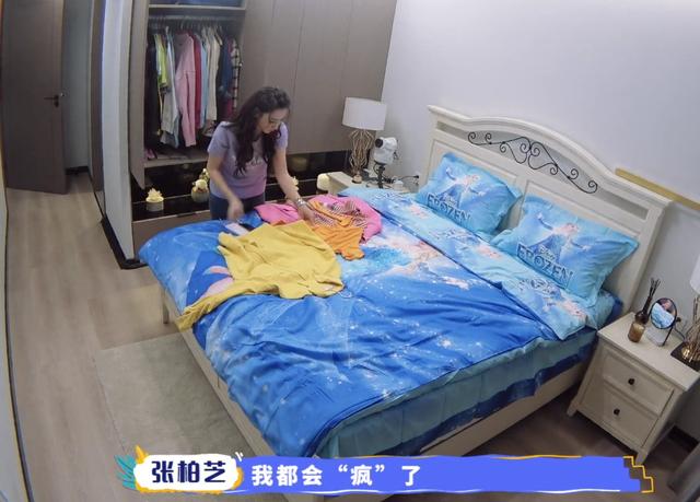 張柏芝倆兒子來上海讀書了!放學后貼身保鏢護送回家