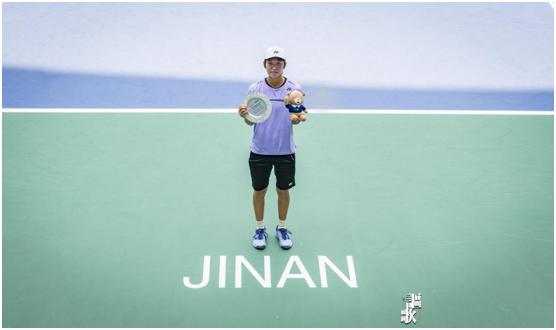 济南网球公开赛中国选手斩获女单、女双冠军 男子项目比赛拉开序幕