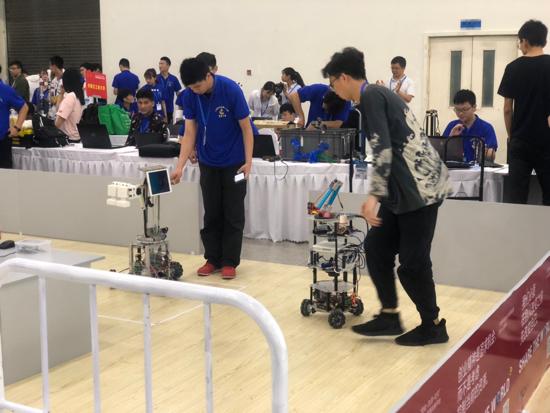 机器人在济南比拼服务智慧  天桥区借势建设智造之城