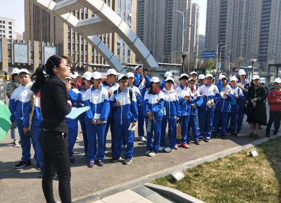 济南舜耕中学组织学生参观济南市气象馆和环境监测站