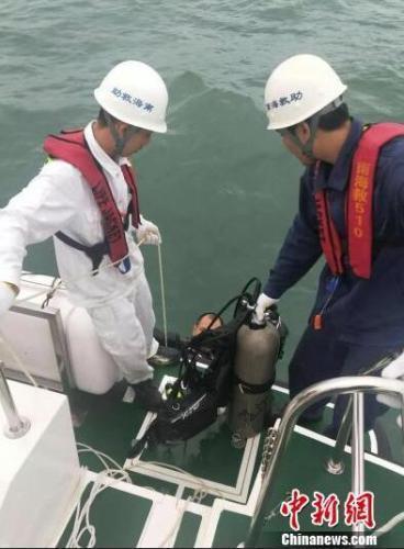 广东雷州两渔船遭龙卷风袭击1人死亡2人失联