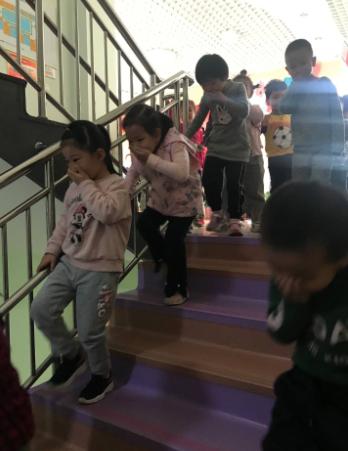 """槐荫大金新苑幼儿园:""""火""""速行动 防患未""""燃"""""""