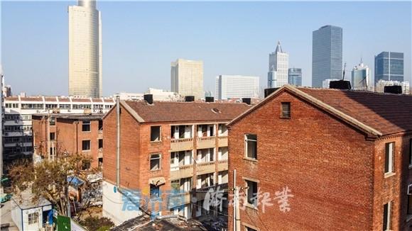 城市孤岛开始拆迁 红砖楼告别闹市区