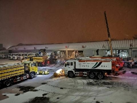1.6万余人、1620余车次、570余吨融雪剂……济南城管疫情防控清雪除冰全面出击