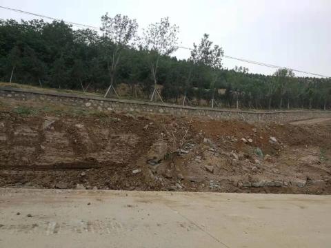 【啄木鸟在行动】长清区一工地渣土裸漏