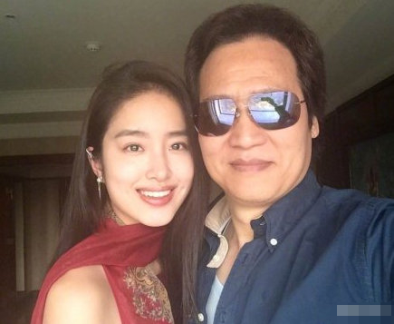 杨采钰被曝与刘亦菲干爹已领证,本人2字回应