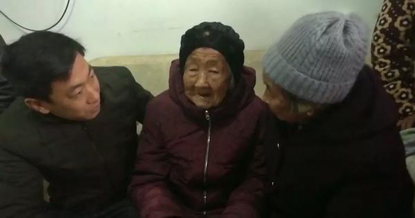 """""""105岁妈妈给74岁女儿发红包""""刷屏 这对母女找到了"""