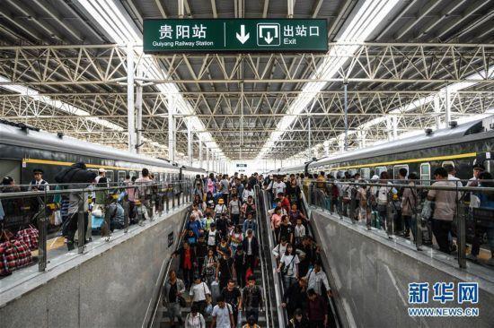 返程客流迎高峰 鐵路方面各地紛紛加開旅客列車