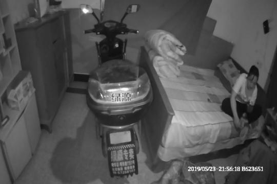 丈夫偷盗电瓶车,妻子帮忙拖回家,被依法查处!