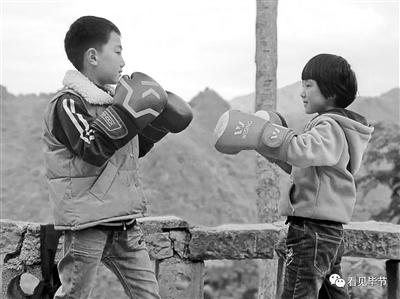 贵州8岁女孩因一段拳击视频走红 拳王邹市明点赞