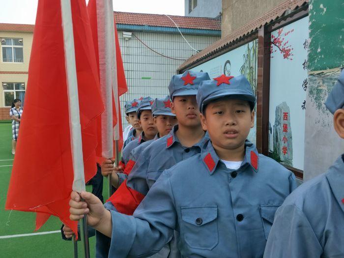 """西堡小学开展""""升国旗、唱国歌、百万学子向祖国宣誓""""活动暨开学典礼"""