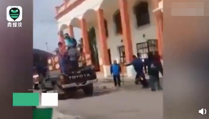最惨市长?何尝试修路等答理,墨西哥市长被绑卡车后拖行:将起诉村平易近