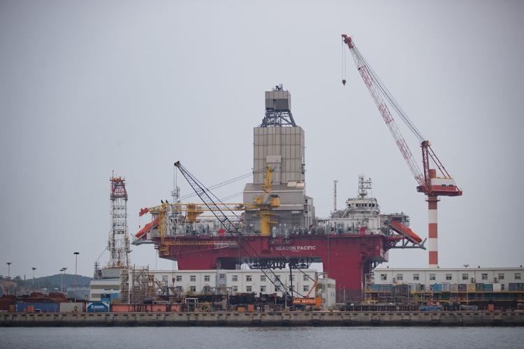 那等于山东丨揭秘:37层楼高、能钻到地球最深点的蓝鲸1号是这样建成的