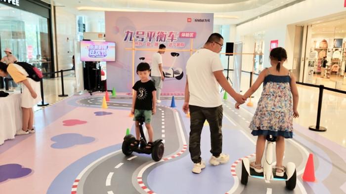 机器人唠嗑 平衡车买菜 来文博会,1秒穿越到未来家居