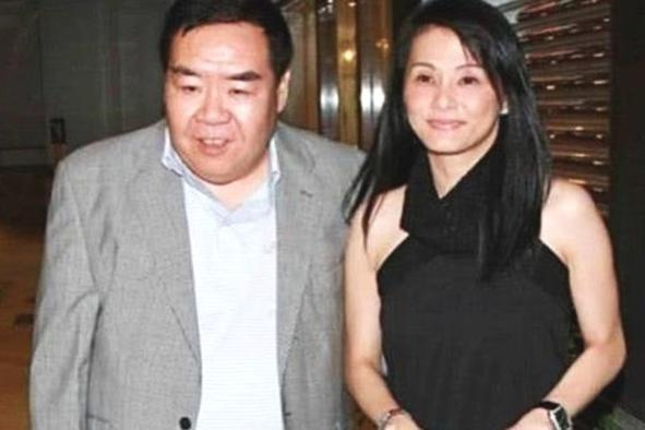 "TVB老戏骨罕见同框:68岁""肥猫""瘦到脱相,71岁许绍雄依然健朗"