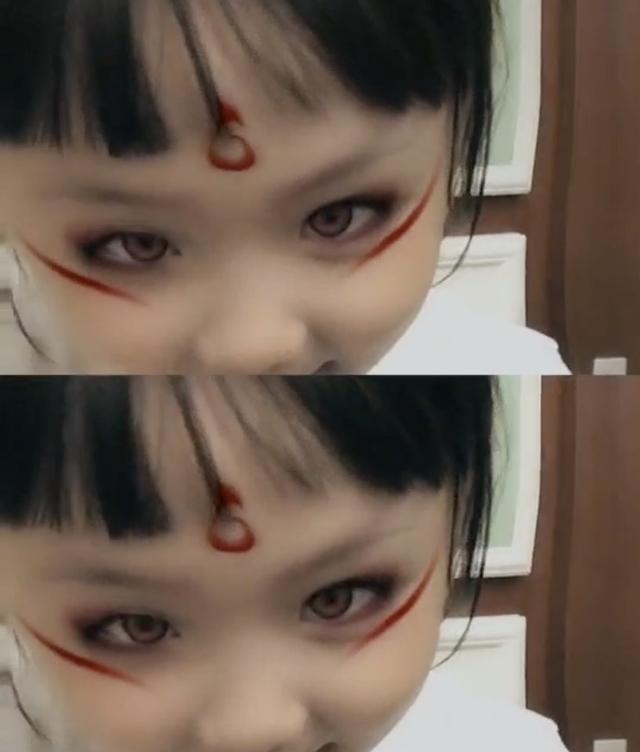 可爱到爆!洪欣晒女儿彤彤哪吒妆,眼神犀利神态十分到位