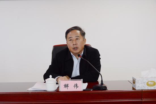 龙洞街道党工委书记为辖区党员上党课
