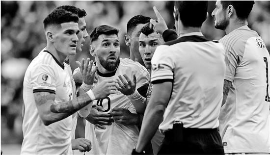 职业生涯第二张!这张红牌 为何激怒梅西?