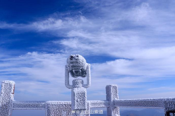 秦岭太白山雪后绝美雾凇 一夜狂风造就冰雪童话世界