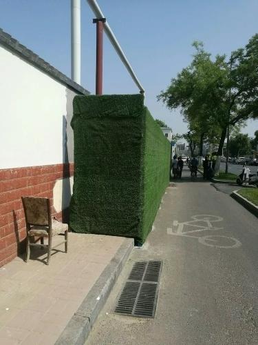 围挡占压人行道!济南城管现场拆除还路于民!