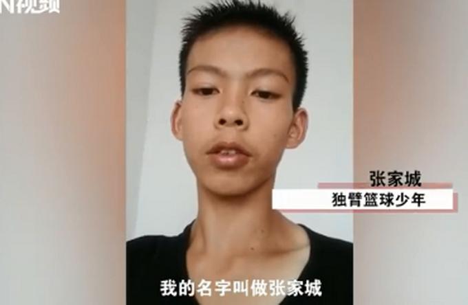 广东独臂篮球少年网络走红 视频回应库里:我超级喜欢你!
