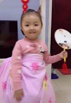 【不】倒翁【小】姐姐走红【之】【后】,网友模仿【的】画风渐渐失控,表演翻车【太】搞笑