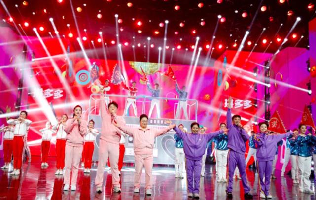 冯提莫亮相湖南卫视元宵晚会 用甜美歌声致敬一线抗疫英雄