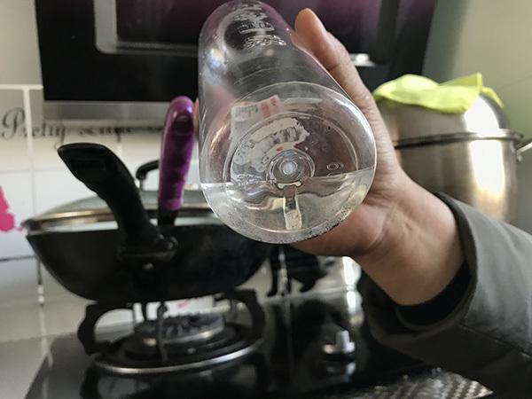 哈尔滨万户居民饮用水如墨汁 官方检测显示合格