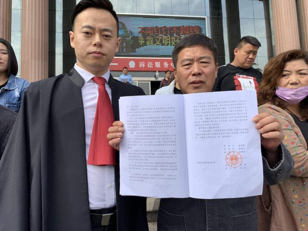"""河南伤妻案男子无罪记:坐牢15年持续申诉,叹""""春天来了"""""""