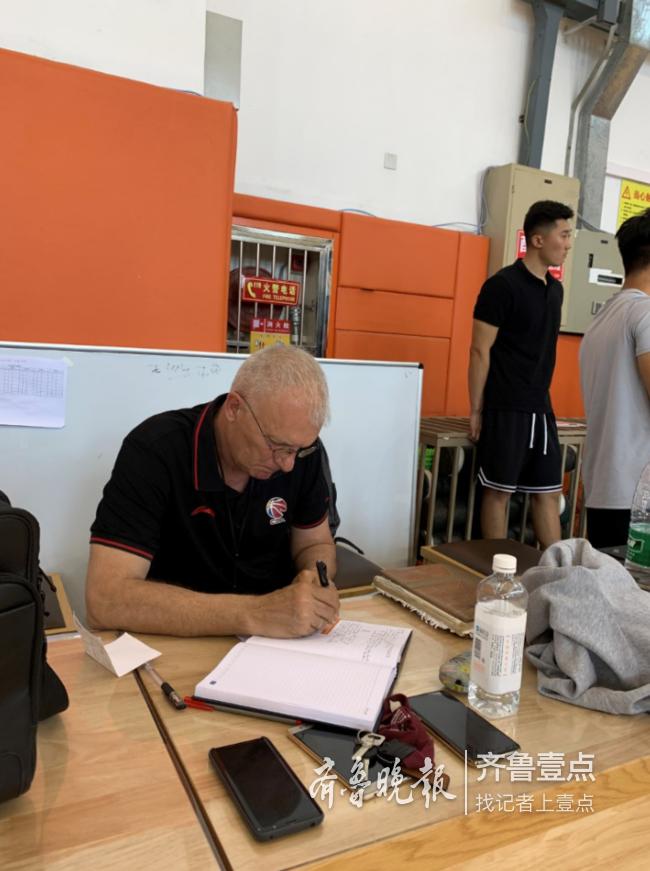 """山东男篮教练团队再添两张新面孔,""""李小龙""""又回来了"""