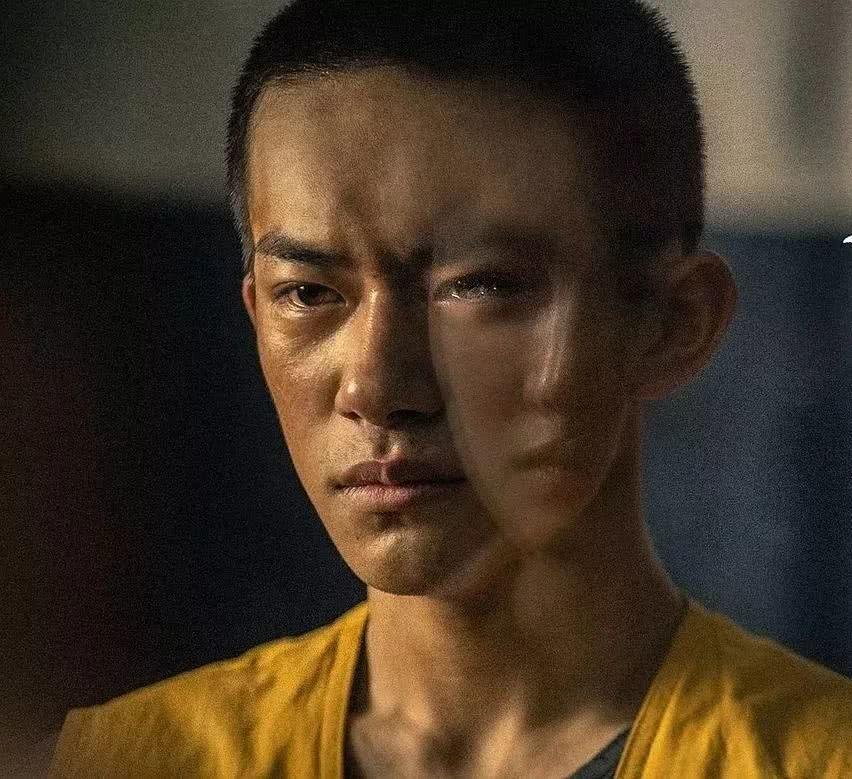 "A爆了!李易峰被卡拉摸头 哪位男星的寸头风""杀""到您?"