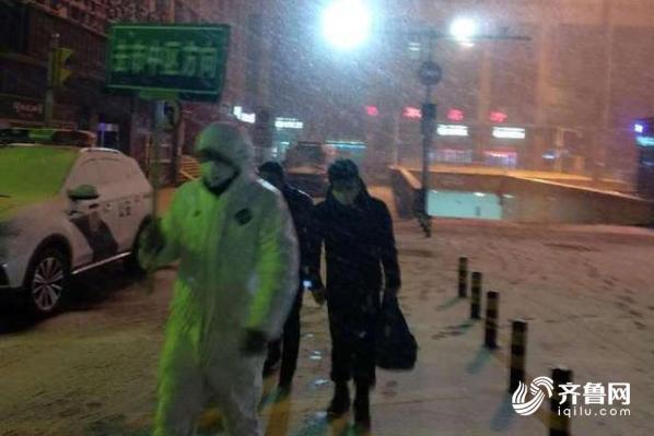 山东多地降雪降温,疫情遇上雪情,他们选择昼夜坚守