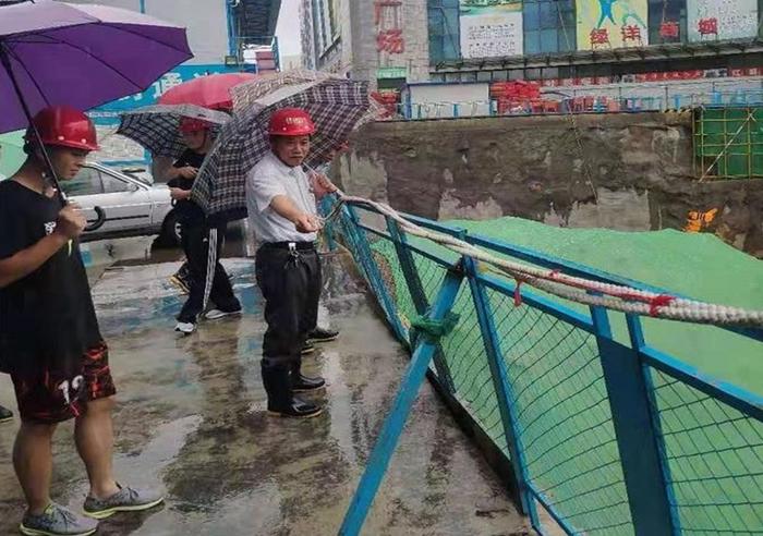 """暴风雨中的""""逆行者"""" 济南市质安中心奋力迎击"""