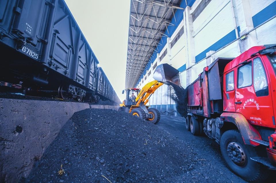 """12万吨供热煤""""驻扎""""最大储煤场"""