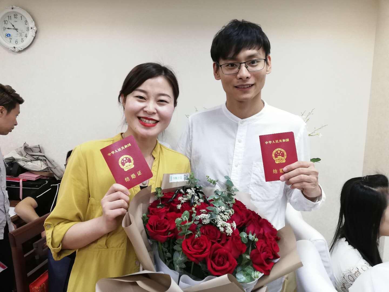 520济南新人领证挤爆登记大厅,3盒印泥都用完了